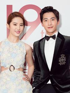 杨洋刘亦菲上海国际电影节红毯图