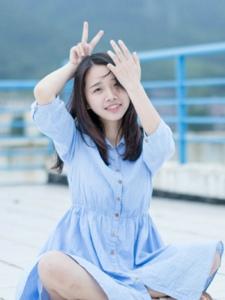 天台上的素颜清纯美女蓝裙笑颜如花