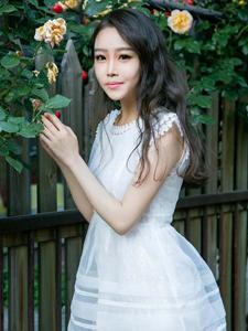 美女御姐李姊乐公主裙美腿写真