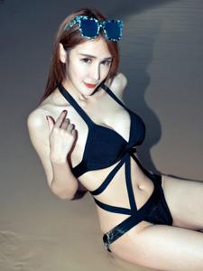 大胆嫩模伍月yuer人体诱惑写真图片