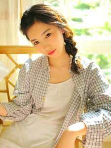 迷人美丽格子衬衫美女私房随性动人