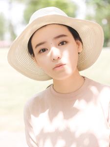 清新粉嫩草帽少女夏日清凉写真