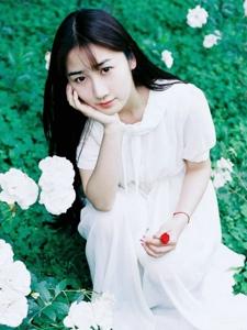 黑发白裙清纯少女自然温婉