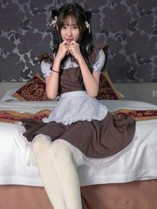 可爱小女仆私房俏皮白丝写真妩媚动人