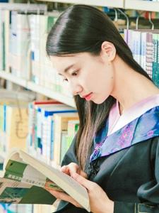 學士服美女清新畢業校園美好回憶