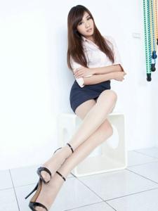 漂亮腿模Chu白领制服包臀裙美腿肉丝迷人