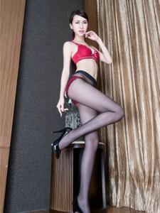 性感腿模Stephy鲜艳内衣黑丝美艳妖娆