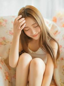 甜美韩系美女私房沙发美眸动人