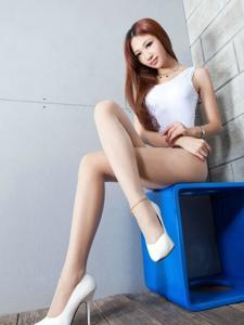 美艳腿模Susan高叉裤肉丝长腿翘臀迷人