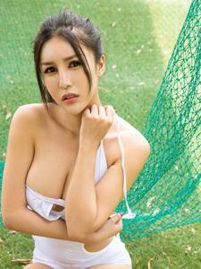美男乳神李娅萦连体泳装爆乳写真