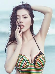 冷艳御姐陈欣连体泳衣大胸美艳姿色
