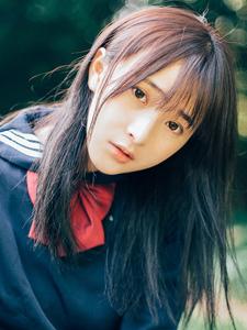 刘海瓜子脸黑长直美女学生制服装温情动人