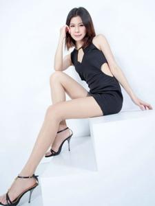 气质腿模Sarah黑色小礼裙高跟长腿诱人