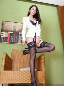 腿模Yoyo白衬衫蕾丝吊带黑丝亵服美胸诱人
