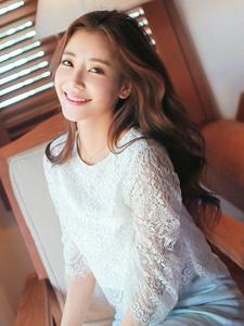 少女打扮的女神宾馆阳光甜美微笑写真