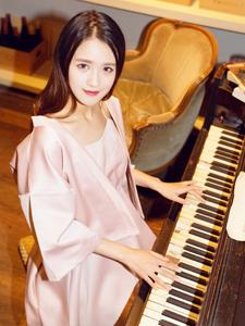 钢琴少女甜美下午茶浪漫写真