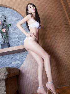 妖娆腿模Yoyo白色亵服肉丝美腿翘臀