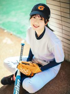 可爱单眼皮少女象韵洁棒球活力写真