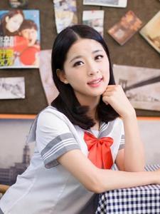 学生制服清纯学生妹室内咖啡厅甜美写真