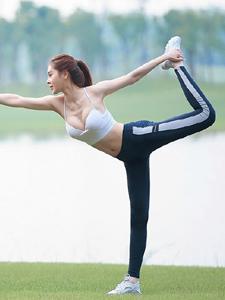 气质女神瑜伽写真秀完美身段