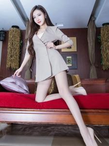 漂亮腿模Syuan肉丝美腿散发知性美