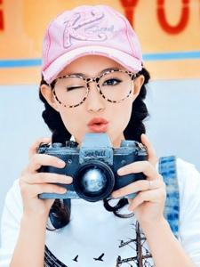 90后小家碧玉的阳光少女气质甜美温馨写真