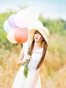 甜美俏皮清新草帽少女气球童趣写真可爱至极