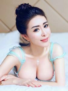 气质美女床上情趣透视蕾丝大胸迷人