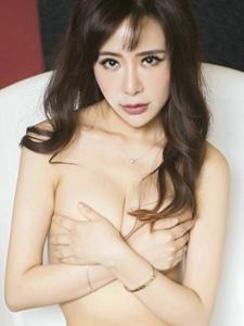 妖娆美女浴缸球衣半裸大胆撩人写真