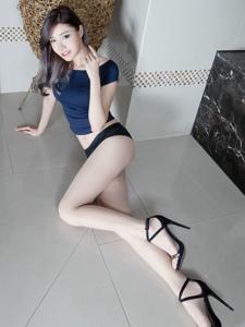 妖娆腿模Abby美胸修长美腿高跟露脐写真
