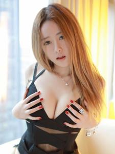 90后嫩模Yuli黄佳丽大胆私房照