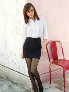气质眼镜黑丝女教师超短裙极致诱惑