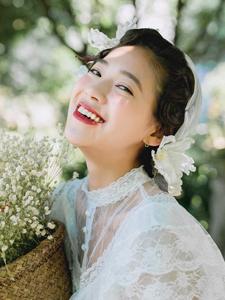 白纱长裙红唇女神复古造型气质逼人