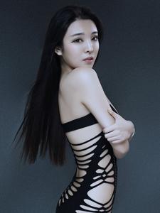 骨感美女陈大榕肉粽捆绑照