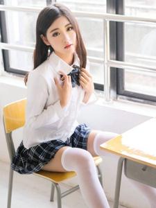 清纯美女沈梦瑶学生制服白皙美腿诱惑写真