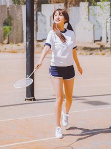 清新羽毛球少女夏日活力写真