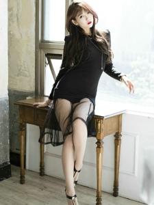 红唇女神李恩慧性感透视纱裙隐现高挑美腿