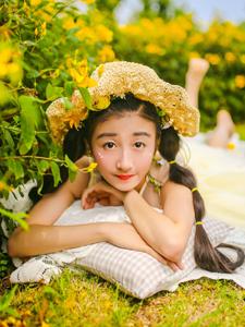 花叢中的可愛花仙子浪漫寫真