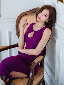 炫丽紫色长裙高挑美模高贵出境