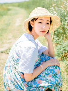 清凉夏日白皙甜美少女田野旅拍