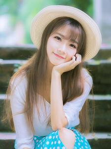 白皙长发少女甜美微笑融化宅男心