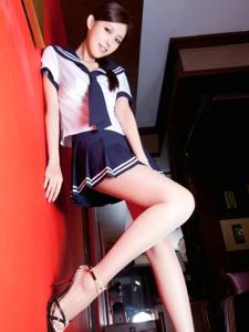 靓丽美女Avy水手服学妹风白皙美腿温情迷人