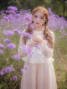 薰衣草花海中的精灵美少女甜美粉嫩