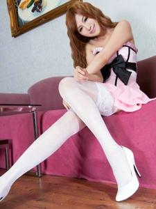 白色丝袜甜美的粉裙少女Vicni气质靓丽很迷人