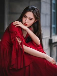 长发红裙女神气质高贵冷艳