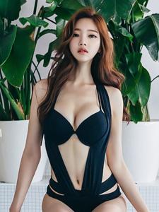 韩国美女模特花式比基尼泳池边性感写真