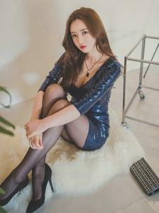 韩系美女紧身礼裙黑丝高跟魔鬼身段