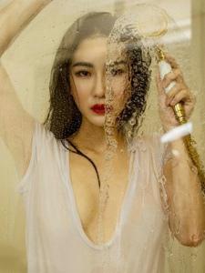 性感美女爱妮浴室湿身透视妩媚妖娆