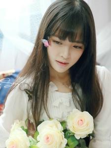 邻家清纯小美女一袭白裙温馨甜美写真