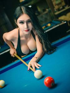 爆乳比基尼李宓儿桌球写真诱惑迷人
